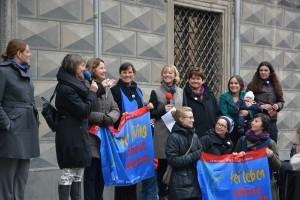 25 11 2014 Fahnenhissen in Augsburg Foto Terre des Femmes  2